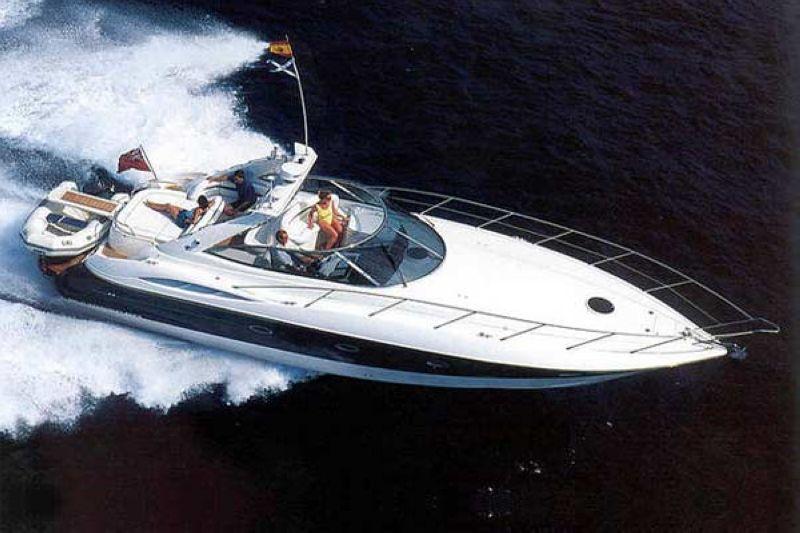 sunseeker yacht charter informationen zur werft und ihren yachten. Black Bedroom Furniture Sets. Home Design Ideas