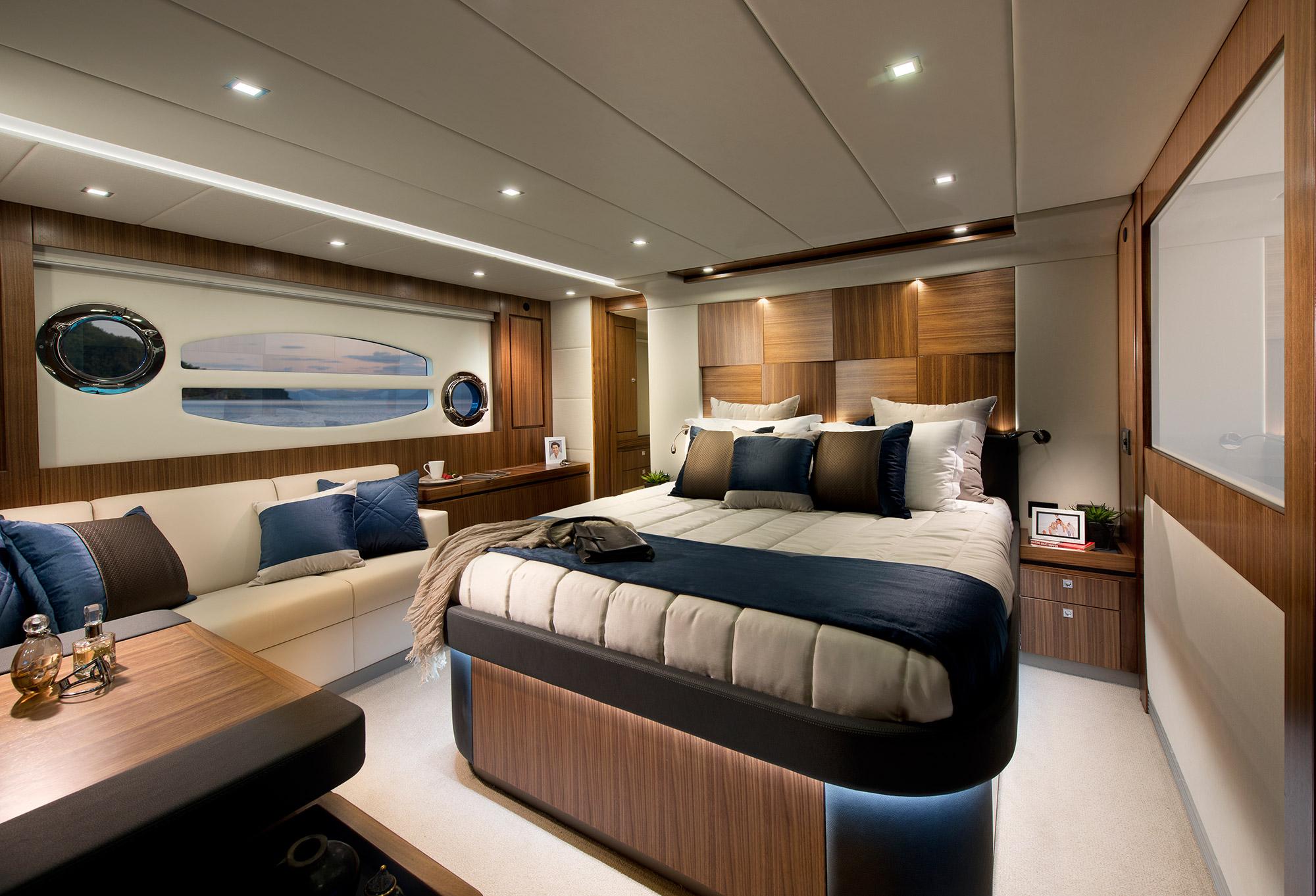 Yachten von innen  Riviera 6000 Sport Yacht - eine Yacht von Charterboote.de ...
